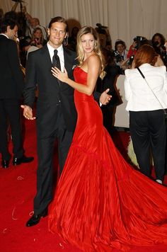 Gisele Bündchen, MET gala, red, red carpet, couple, party dress, alexander mcqueen