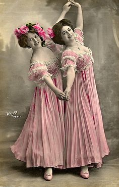 Vintage Photo of Ladies Dancing in Pink Dresses Vintage Photos Women, Antique Photos, Vintage Girls, Vintage Pictures, Vintage Photographs, Vintage Images, Vintage Outfits, Vintage Fashion, Victorian Photos