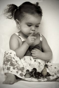 Child raising baby ducks - The art of black and white photography and pictures TOO CUTE! So Cute Baby, Cool Baby, Baby Kind, Baby Love, Cute Kids, Cute Babies, Baby Baby, Precious Children, Beautiful Children
