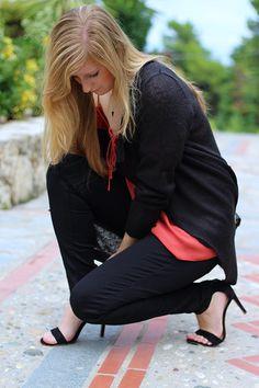 Petite Fashion Blog Griechenland OOTD Lookbook Oberteil Herbstlook Schwarz Rostrot streetstyle fashion ootd summer look heels maxidress white