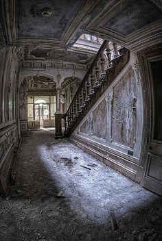 Abandoned Building | Construcción Abandonada