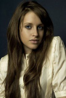 Carly Chaikin received a Bead Flora French beaded flower at the #Emmys #GBK gift lounge #theartisangroup @beadflora.com