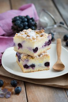 Pastry squares with blueberries and lemon Thermomix Desserts, No Cook Desserts, No Cook Meals, Sweet Recipes, Cake Recipes, Dessert Recipes, Cake Ingredients, Food And Drink, Treats