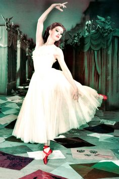 After trying on a pair of red ballet shoes, this ballerina could not stop dancing in the classic British film, 'The Red Shoes' 1948 Red Ballet Shoes, Pointe Shoes, Red Shoes, Ballet Bag, Ballet Style, Icon Shoes, Image Mode, Ruby Red Slippers, Outfits Damen