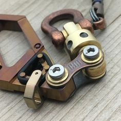 Titanium Drone Carabiner Keychain with swivel. por EdcApparatus