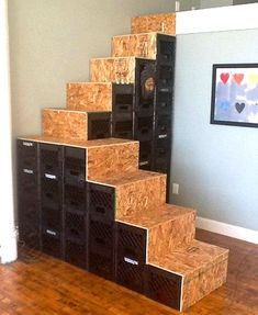 Fun ideas for DIY upcycled milk crate furniture and home decor made from repurposed milk crates. Milk Crate Bench, Milk Crate Shelves, Milk Crate Furniture, Milk Crate Storage, Crate Table, Diy Furniture, Storage Crates, Crate Decor, Furniture Outlet