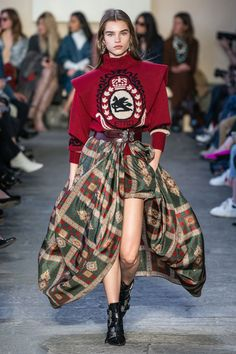 Etro Fall Winter 2019 trends Runway coverage Ready To Wear Vogue Not so ugly swe. Etro Fall Winter 2019 trends Runway coverage Ready To Wear Vogue Not so ugly sweater Vogue Fashion, Knit Fashion, Look Fashion, Paris Fashion, Runway Fashion, High Fashion, Winter Fashion, Womens Fashion, Fashion Design