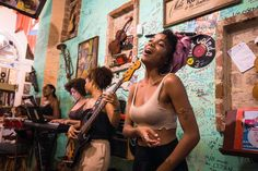 Going to Cuba? Here's a list of the best bars and live music in Havana! Don't miss the vibrant music scene in this historic capital city. Havana Vieja, Havana Cuba, Afro Cuban, Cuban Art, Fly To Cuba, Cuban Women, Cuba Culture, Cuba Fashion, Vintage Cuba