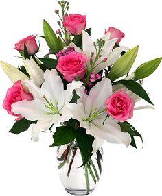Un lindo arreglo floral con rosas y Casa Blancas