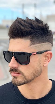 Spikes With Fade – Here Is Why You Should Give This Look A Spin! Spikes With Fade – Aus diesem Grund sollten Sie diesen Look ausprobieren Mens Hairstyles Fade, Cool Hairstyles For Men, Cool Haircuts, Celebrity Hairstyles, Hairstyles Haircuts, Haircuts For Men, Hairstyle Ideas, Hair Ideas, Fringe Hairstyle