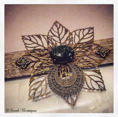 """"""" Celtic Spirit """"  - Sous l'écoute de - Deva - de Faun -  Dessin A3 au crayon.   Cadre : Cornes, branches, perles, cabochons en verre dichroique, pierre de jade, sertis en bronze, plumes, Chrysocolla, Unakite, matériaux divers en bronze.  Copyright - Sarah Bertagna."""