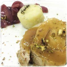 Rollè di maialino con pistacchi ed arance e cipolline di #Tropea caramellate  #carcere #torino