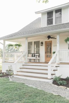 Farmhouse Porch Curb Appeal Makeover Reveal 2019 country farmhouse porch decorating ideas The post Farmhouse Porch Curb Appeal Makeover Reveal 2019 appeared first on Landscape Diy. Farmhouse Front Porches, Country Farmhouse, Vintage Farmhouse, Farmhouse Ideas, American Farmhouse, Farmhouse Design, Modern Farmhouse Porch, Farmhouse Landscaping, Modern Rustic