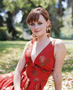 Rory Gilmore played by Alexis Bledel Alexis Bledel, Gilmore Girls Quotes, Rory Gilmore, Kate Middleton, Schmuck Design, Woman Crush, Summer Hairstyles, Beautiful Actresses, Girl Photos