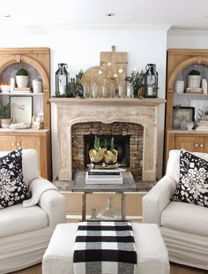 black and white accents/natural styling for Christmas via design indulgence