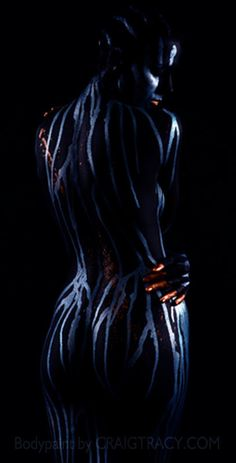 mysticblue - Stunning Body Paint Masterpieces by Craig Tracy Craig Tracy, Contemporary Art Forms, Sculpture Art, Sculptures, Human Art, Light And Shadow, Sexy Body, Painting & Drawing, Body Art