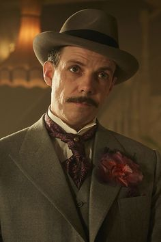There always has to be one on top and it is fair to say that in the era of the Peaky Blinders, that someone was Darby Sabini. Aunt Polly Peaky Blinders, Dress Code, Peaky Blinders Characters, Grace Burgess, Noah Taylor, Shelby Brothers, Steven Knight, Marilyn Monroe Portrait, Red Right Hand