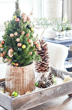 FORMULA FOR CREATING A CHRISTMAS VIGNETTE- There is a formula to create a vignette. Let's learn it and make fabulous Christmas vignettes. Classy Christmas, All Things Christmas, Beautiful Christmas, Winter Christmas, Christmas 2017, Merry Christmas, Christmas Houses, Minimalist Christmas, Christmas Time