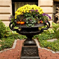 halloween urns | ... stand out in this classic urn floral arrangement. Boston's Back Bay