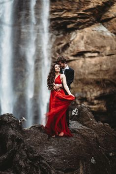 Engagement Photos Striking Waterfall Engagement Session at Toccoa Falls, Georgia Romantic Photography, Couple Photography Poses, Indian Wedding Photography, Engagement Photography, Pre Wedding Shoot Ideas, Wedding Couple Poses, Pre Wedding Photoshoot, Fall Engagement, Engagement Pictures