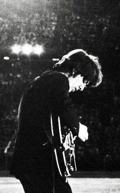 29 Ideas Wallpaper Iphone Music Guitar Dark For 2019 Foto Beatles, Beatles Photos, John Lennon Beatles, The Beatles, Guitar Guy, Music Guitar, Iphone Wallpaper, Music Wallpaper, Trendy Wallpaper