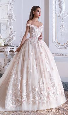 Do not miss these wedding trends for - Farbige Brautkleider / Brautkleider mit Farbe - Wedding dresses Cute Prom Dresses, Pretty Dresses, Bridal Dresses, Beautiful Dresses, Bridesmaid Dresses, Princess Wedding Dresses, Dream Wedding Dresses, Poofy Wedding Dress, Wedding Gowns