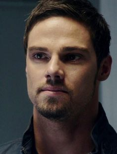 All my votes go to Jay Ryan #HottieOfTheWeek @Karen Cooper In HONOR of the Season 3 of #BATB @CW_network pic.twitter.com/9WDnUIV79c