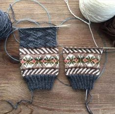 Baby Knitting Patterns Mittens Working General Hogbuffer& mystery sock in this month, one is completed until 2 . Knit Mittens, Knitting Socks, Hand Knitting, Knitted Hats, Fair Isle Knitting Patterns, Knitting Designs, Knitting Projects, Crochet Patterns, Fair Isles