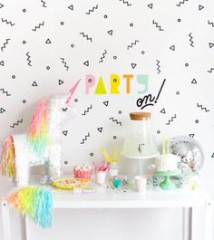 Love the graphic look of this party decor! And these wall decals are a great thing to have in your party decor kit!
