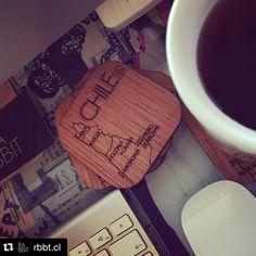 Qué lindos posavasos!! #Repost @rbbt.cl with @repostapp.  Partimos una nueva semana un rico té y los lindos posavasos que tenemos en @rbbt.cl un bonito regalo  que tengan un buen lunes!!! #lasercut #chile #diseñochileno #posavasos #rbbt #mapadechile #hechoenchile #madera #chile #instachile #thedecojournal #creadoenchile #regalalocal by atobarc