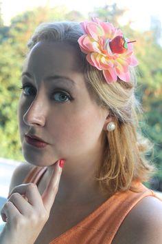 Flor Rosa com Morango e Chantilly http://www.elo7.com.br/flor-rosa-com-morango-e-chantilly/dp/587E9D http://www.madamevintage.com.br/loja/flor-rosa-com-morango-e-chantilly/  Brinco Botão Pérola com Textura http://www.elo7.com.br/brinco-botao-perola-com-textura/dp/557D2D http://www.madamevintage.com.br/loja/brinco-botao-perola-com-textura/