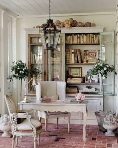 Decorate Your Room With Shabby Chic Home Decor Modern Shabby Chic Home Office. shabby chic home decor Bureau Shabby Chic, Estilo Shabby Chic, Shabby Chic Style, Shabby Chic Furniture, Shabby Chic Decor, Rustic Style, Furniture Vintage, Rustic Charm, Farmhouse Style
