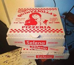 There this Selena pizzas I need to go to that place Selena Quintanilla Perez, Selena Quintanilla Birthday, Selena And Chris, Selena Selena, Selena Pictures, Jackson, Quinceanera Themes, Makeup Holder, Thing 1