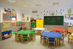 This room looks perfect for preschoolers. I like how everything is at the appropriate height and there's a good amount of color without looking cluttered. Daycare Design, Classroom Design, School Design, Classroom Decor, Kindergarten Interior, Kindergarten Design, Preschool Decor, Preschool Classroom, Sunday School Rooms