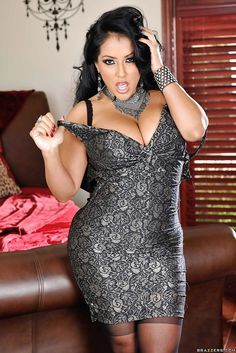 Kiara Mia Smoking hot bombshell teases her hungry slit Fair Complexion, Plus Size Beauty, Hot Dress, Sexy Hot Girls, Pretty Dresses, Sexy Women, Bodycon Dress, Formal Dresses, Style