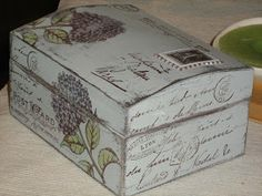 box Decoupage Box, Decoupage Vintage, Painted Boxes, Wooden Boxes, Altered Cigar Boxes, Diy And Crafts, Paper Crafts, Pretty Box, Dose