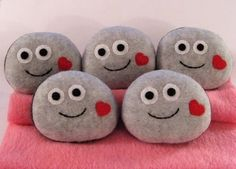 Such sweet little pet rocks. Could be painted as well.
