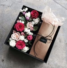 It's the little things. Flower Box Gift, Flower Boxes, My Flower, Flower Art, Holiday Baskets, Cupcake Gift, Box Roses, Flower Packaging, Flower Studio