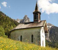 Manigod. Chapelle Notre-Dame des neiges; A visiter avec les Guides du Patrimoine des Pays de Savoie http://www.gpps.fr/Guides-du-Patrimoine-des-Pays-de-Savoie/Pages/Site/Visites-en-Savoie-Mont-Blanc/Genevois/Massif-des-Aravis/Manigod
