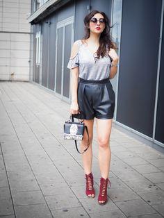 silver grey offshoulder top party shirt oasis h&m leather shorts lederhose kurz zara heels laceup bordeaux sandals samieze fashionblog blogger streetstyle berlin sommerlook