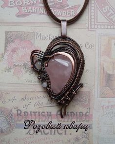 Кулон с розовым кварцем выполнен из патинированной меди в технике wire wrap. Rose quartz pendant made of patinated copper in wire wrap technique. Wire Wrapped Jewelry, Pocket Watch, Natural Stones, Women Jewelry, Lady, Accessories, Wire Wrap Jewelry, Wire Jewelry, Pocket Watches