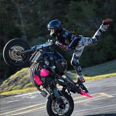 Honda 600 F4i Black Pink Stunt bike