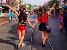disneyland, friendship, and friends image Disneyland Paris, Disneyland Rides, Disneyland Photos, Disneyland Photography, Disney World Trip, Disney Vacations, Disney Trips, Disney Land Pictures, Disney Poses
