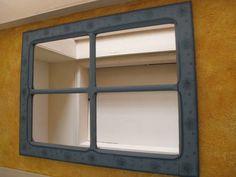 Espelho com a moldura, pintado na técnica provençal, com decoupagem de lavandas. A peça era uma antiga janela de imbuia. (ótima madeira). Tenho o branco á pronta entrega e o azul ou outras cores de sua escolha faço por encomenda num prazo de 30 dias. R$ 210,00