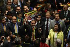 Homens de bem de 2016 esquecem discursos sobre corrupção e família para salvar Temer em 2017