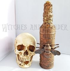 Giant Fly Extract Halloween Witches Kitchen Potion Bottle Decoration Cork top, twine neck with Copper Color Wax, Steampunk Bottle Painting, Bottle Art, Bottle Lamps, Glass Bottles With Corks, Painted Wine Bottles, Halloween Potion Bottles, Metal Skull, Decoupage Tutorial, Copper Accents