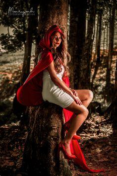 """""""A garota da capa vermelha"""" Ensaio temático: ELIANA SOUZA - Make up: Crislayne Dantas (https://www.facebook.com/crisdantasmakeup) - Cabelo: Cinthia Cruz Fernandes (https://www.facebook.com/profile.php…) - Capa vermelha: Sirlei Barros (https://www.facebook.com/sirlei.barros.965?ref=ts&fref=ts)  Gostou? Curta a minha página: www.facebook.com/maryahfotografia"""