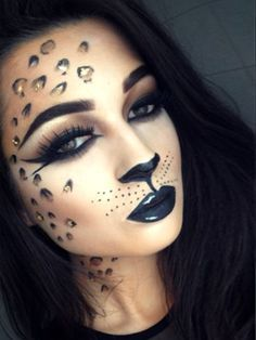 Simple cat makeup ideas for Halloween Sexy leopard makeup, ideal for a fancy dress party Cat Halloween Makeup, Halloween Looks, Halloween Make Up Cat, Halloween Halloween, Cat Fancy Dress, Catwoman Makeup, Simple Cat Makeup, Cheetah Makeup, Costume Ideas