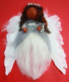 Wollen Aarde Engel Jittanël, Deze voor mij bijzondere engel was al een tijdje bij me voordta ik in de gaten had dat ze bij mij hoort :D Ze hangt nu vrolijk in de praktijk kamer waar ze help om afgestemd te blijven op de engelenberichten <3. Ze is ook al eens in een meditatie van een klant verschenen hahaha