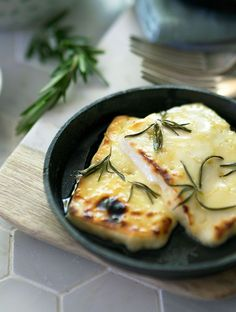 Grilled Halloumi with Honey and Rosemary - a simple dish to prepare and grill. The honey and rosemary enhances the halloumi brilliantly. This recipe is perfect with a crisp green salad. Hallumi Recipes, Greek Recipes, Cheese Recipes, Vegetarian Recipes, Cooking Recipes, Healthy Recipes, Baked Halloumi, How To Grill Halloumi, Pizza Hawaii